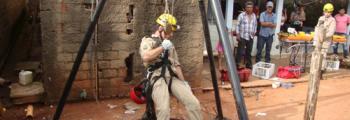 Bombeiros de Inhumas resgatam vítima de queda em cisterna no Jardim Suiço