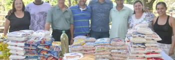 Atletas da AAI fazem repasse de alimentos