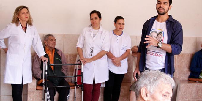 Grupo Qualidade em Sa�de promove a��o social