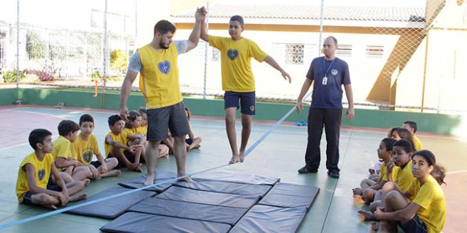Dia do Esportista: Grupo de Slackline realiza atividade com atendidos da LBV