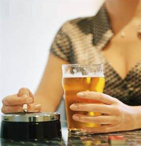 Consumo de tabaco cai e de bebidas aumenta