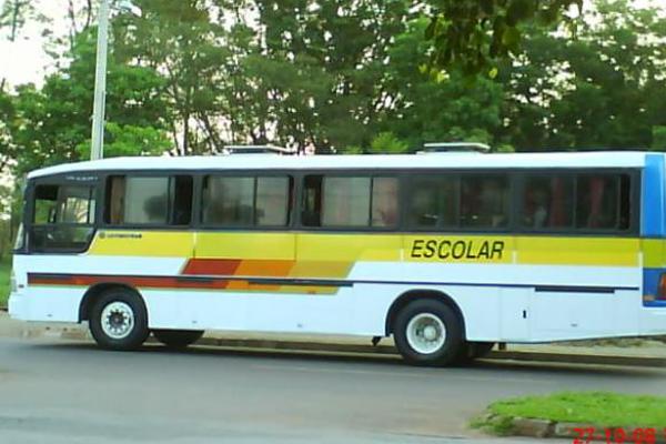 Ônibus com estudantes de Inhumas tomba em Trindade