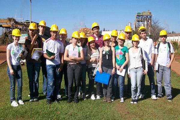 Estudantes visitam usina de açucar e álcool em Inhumas