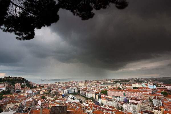Terça-feira nublada e com chuva