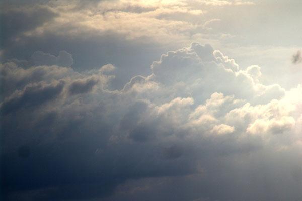 Sexta-feira de sol e chuva no Estado