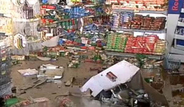 Ladrões explodem caixa eletrônico do supermercado Big Box Eldorado em Inhumas.