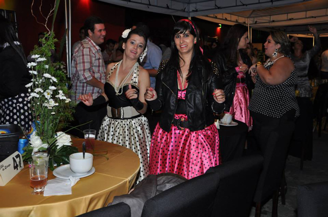 Baile Túnel do Tempo arrecada para compra de cobertores para carentes