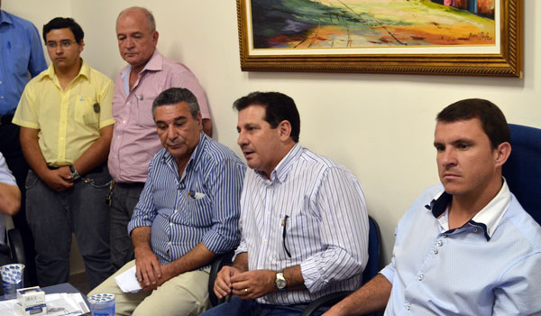 Vanderlan Cardoso faz visitas em Inhumas