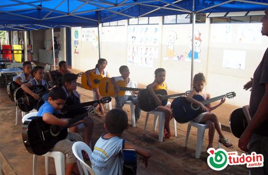 Escola Estadual Belarmino Essado Incentiva Alunos com Projetos Culturais