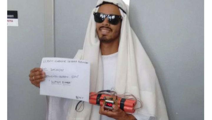 No RS humorista vestido de árabe e com