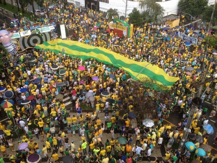 Manifestantes vão às ruas de Goiânia em protestos contra o governo Dilma Rousseff e fim da corrupção