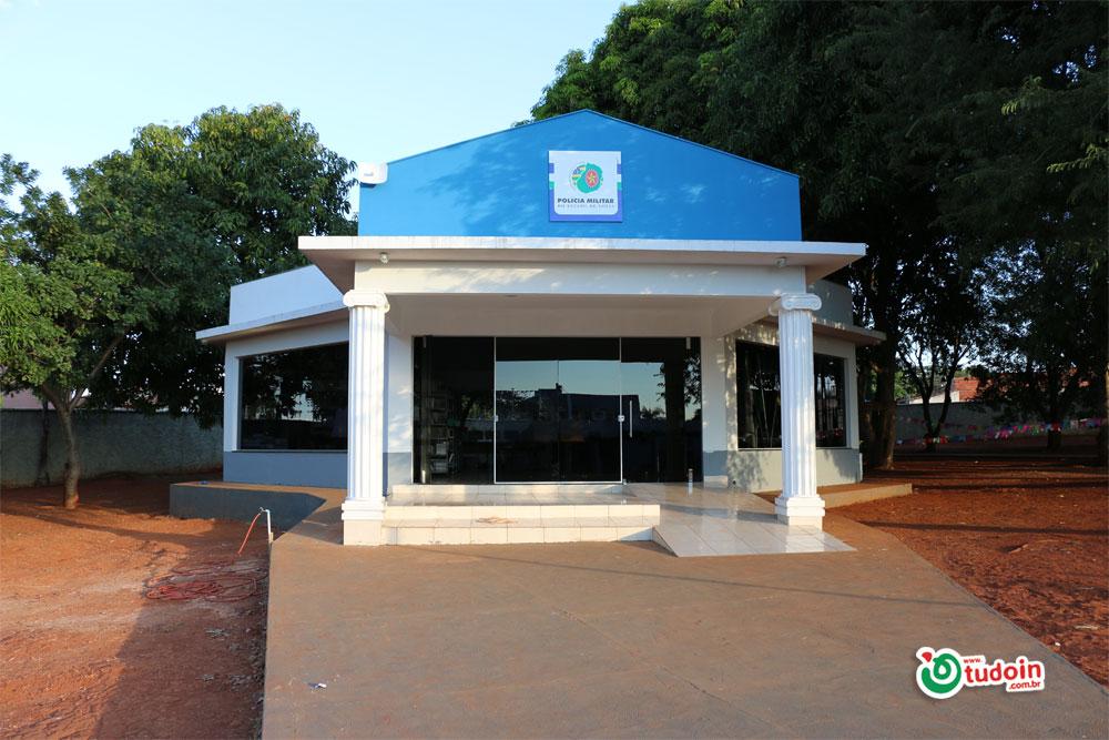 CPMG Manoel Vilaverde inaugura biblioteca e homenageia Professora